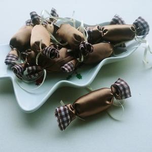Cappuccino - kockás textil szaloncukrok (10db), Karácsony, Karácsonyfadíszek, Varrás, Meska