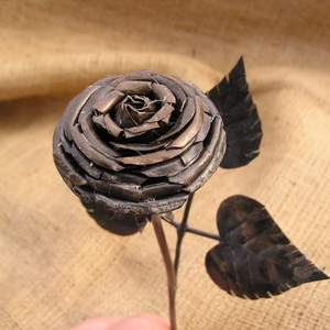 KICSI VAS RÓZSA., Csokor & Virágdísz, Dekoráció, Otthon & Lakás, Kovácsoltvas, Kislány unokám kérte 6. szüli napjára, készítsek neki egy vas rózsát.\nNem tudtam neki nemet mondani...., Meska