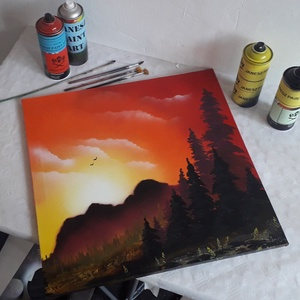 Napfelkelte festmény - festékszóróval készült, Otthon & lakás, Képzőművészet, Festmény, Festmény vegyes technika, Festészet,  Festményemet feszített vászonra készítettem. Egy csodaszép tájképet ábrázol fenyőkkel, távoli hegye..., Meska