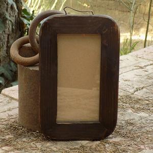 Képkeret-Fotókeret-9x18 cm-es képhez-Pácolt-Madzagakasztóval, Otthon & lakás, Dekoráció, Lakberendezés, Képkeret, tükör, Képzőművészet, Famegmunkálás, Kereteim fenyőfából készülnek. A munka során kialakul egy rusztikus, részletgazdag tárgy, aminek szi..., Meska