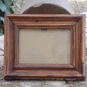 Képkeret-Fotókeret-9x13-as képhez-Pácolt-Ricás-22., Otthon & lakás, Bútor, Dekoráció, Kép, Lakberendezés, Képkeret, tükör, Famegmunkálás, Kereteim fenyőfából készülnek. A munka során kialakul egy rusztikus, részletgazdag tárgy, aminek szi..., Meska