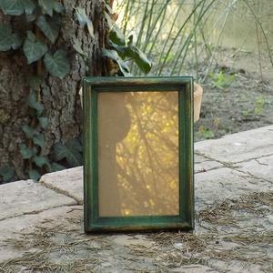 Képkeret-Fotókeret-10x15 cm-es képhez-Pácolt-Zöld-44, Farsang, Otthon & lakás, Dekoráció, Lakberendezés, Képkeret, tükör, Famegmunkálás, Kereteim fenyőfából készülnek. A munka során kialakul egy rusztikus, részletgazdag tárgy, aminek szi..., Meska