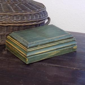 Doboz-Levehető tetővel-Rusztikus-Pácolt-Zöld-147, Doboz, Tárolás & Rendszerezés, Otthon & Lakás, Famegmunkálás, Ezt a 10 x 15-ös dobozt apróbb tárgyaknak készítettem. A teteje levehető. A doboz belső mérete: 10,5..., Meska