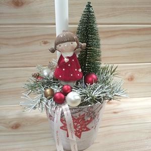 Karácsonyi asztaldísz kaspóban , Karácsony & Mikulás, Karácsonyi dekoráció, Virágkötés, Karácsonyi asztaldísz kerámia kaspóban, kerámia angyal figurával, 1 db fehér gyertyával. A kaspó átm..., Meska