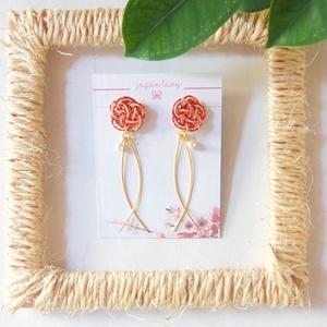 Japán Szilvavirág Lengő Fülbevaló, Ékszer, Fülbevaló, Esküvő, Esküvői ékszer, Csomózás, Papírművészet, Umemusubi technikával készült Japán Szilvavirág Lengő Fülbevaló fülbevaló. A japán kultúrában ez a c..., Meska