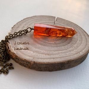 Tüzes nyaklánc, Ékszer, Medál, Nyaklánc, Ékszerkészítés, Mindenmás, Műgyantából készített ceruza formájú medál.\nFényes, üvegszerű felület narancsos(áttetsző) színben.\nA..., Meska