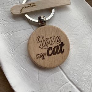 Love my cat kulcstartó, Táska & Tok, Kulcstartó & Táskadísz, Kulcstartó, Gravírozás, pirográfia, Gravírozással készülő fa kulcstartó, love my cat/szeretem a macskám/ felirattal.\nHa szívesen hordaná..., Meska