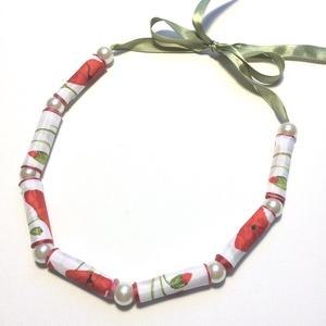 Pipacsos szalaggyöngyös textilékszer, Ékszer, Nyaklánc, NoWaste, Ékszerkészítés, Szalagból készült hosszú gyöngyöket teklagyöngyök kötnek össze. Hossz állítható., Meska