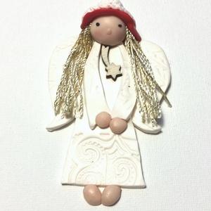 Angyalka , Karácsony, Karácsonyi dekoráció, Gyurma, Süthető gyurmából készült mágnesdísz, a haja aranyszálas fonalból.\n10 cm-es, Meska