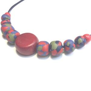 Kék-piros-zöld  , Nyaklánc, Ékszer, Gyöngyös nyaklác, Ékszerkészítés, 50 cm hosszú fagyöngy / 2,5 cm átmérőjű/ közepű nyaklánc, saját készítésű  gyöngyökkel. Méretük:1,5 ..., Meska