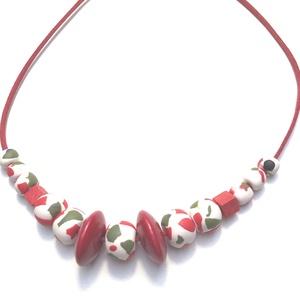 Piros-fehér   ékszergyurma, Ékszer, Nyaklánc, Gyurma, 50 cm hosszú ékszergyurma- és fagyöngy kombinációjával készült nyaklánc., Meska