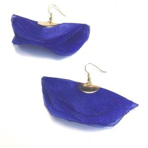 Kék selymesség lógós fülbevaló, Lógós fülbevaló, Fülbevaló, Ékszer, Ékszerkészítés, Organza selyemből készült könnyű fülbevaló, 6 cm hosszú, 7 cm széles., Meska