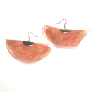 Narancssárga lógós fülbevaló, Lógós fülbevaló, Fülbevaló, Ékszer, Ékszerkészítés, Organza selyem fülbevaló 6 cm hosszú, 7 cm széles., Meska
