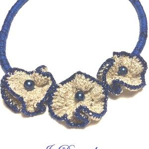 Kék virágok, Ékszer, Nyaklánc, Statement nyaklánc, Horgolás, Aranyszálas fonalból és csillogó kék fonalból készült 50 cm-es nyaklánc, Meska
