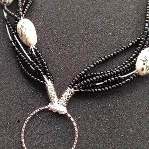 Fehér viaszolt  zsinór nyaklánc , Ékszer, Nyaklánc, Gyöngyös nyaklác, Gyöngyfűzés, gyöngyhímzés, Viaszolt zsinóron lévő nyaklánc  ezüst tartozékokkal \n43 cm + 4 cm hosszabbító, Meska