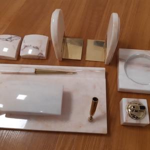 9 darabos márvány íróasztali készlet - Portugál Rosa, Íróasztali tároló, Tárolás & Rendszerezés, Otthon & Lakás, Kőfaragás, Egyedi tervezésű és készítésű, saját alkotás, amely kis sorozatszámban készül. Ez a márványtárgy nyu..., Meska