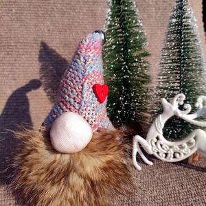 SkandiManó ajándék dekoráció, Karácsony & Mikulás, Karácsonyi dekoráció, Mindenmás, Varrás, Műszörméből és textilből varrt és ragasztott kézzel készült dekoráció. \nMérete kb. 15cm, Meska