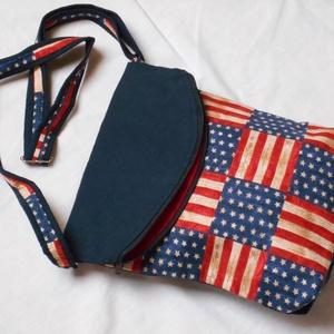 Oldaltáska válltáska, Táska, Divat & Szépség, Táska, Válltáska, oldaltáska, Varrás, Amerikai zászló mintás táska, felül húzózárral, elöl nagy zsebbel, amit a lehajtott fedél véd az ide..., Meska