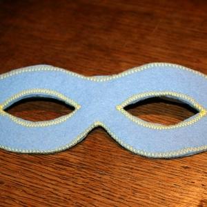kék álarc filcből, Ruha & Divat, Jelmez & Álarc, Álarc, Varrás,  Álarc két réteg filcből varrva.\nA szabásmintát is magam készítettem hozzá.\n\n\nKérésre más színben, m..., Meska