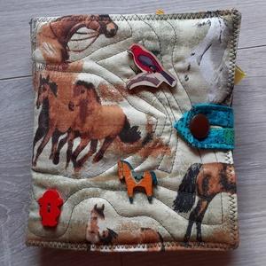 Lovacskás interaktív puha könyv     textil könyv   babakönyv  Okoskönyv , Textilkönyv & Babakönyv, Játék & Gyerek, Varrás, Patchwork, foltvarrás, Textilkönyv színes képekkel szalagokkal gombokkal. Egyedi darab. Ez az 1 készült belőle.\nInteraktív...., Meska