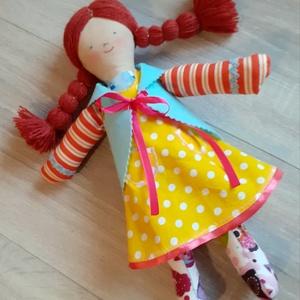 Lány rongybaba textilbaba baba öltöztethető , Játék & Gyerek, Baba & babaház, Baba, Varrás, Baba-és bábkészítés, Rézvörös fonal hajú, pöttyös ruhás kislány rongybaba.\n\nHaja fonalból van, a feje tetején és két olda..., Meska