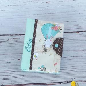 Egészségügyi kiskönyv borító, Gyerek & játék, Baba-mama kellék, Varrás, Patchwork, foltvarrás, A gyerkőc egészségügyi kiskönyvének tárolására készül a borító. A kiskönyv nem gyűrődik, koszolódik,..., Meska