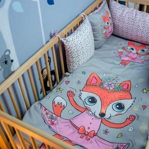 Baba ágynemű huzat - Rózi, a rókakislány, Szett kiságyba, Lakástextil, Otthon & Lakás, Varrás, A MiniFun kollekció bájos figurái kisbabád kiságyába is beköltöznek. Az élénk színek fejlesztő hatás..., Meska