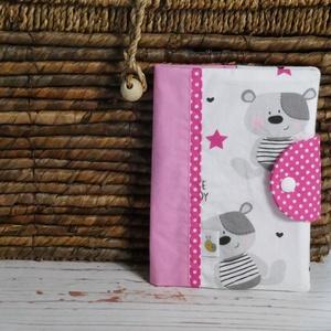 Egészségügyi kiskönyv borító - Cute Teddy, Könyv- és füzetborító, Papír írószer, Otthon & Lakás, Varrás, Patchwork, foltvarrás, A gyerkőc egészségügyi kiskönyvének tárolására készül a borító. A kiskönyv nem gyűrődik, koszolódik,..., Meska