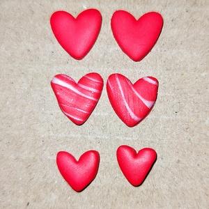 Gyurma fülbevaló, Ékszer, Fülbevaló, Gyurma, Ékszerkészítés, Szív alakú bedugós fülbevaló süthető gyurmából. Egyedi, kézzel készült.\nMéretei: nagyobb szív átmérő..., Meska
