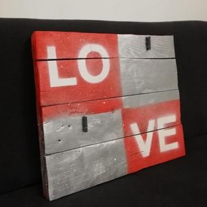 LOVE Jolanda tábla, Otthon & lakás, Dekoráció, Kép, Festett tárgyak, Famegmunkálás, Természetes , fa alapanyagú táblánkat megvásárolhatod akár a közelgő Valentin napra is, vagy csak úg..., Meska