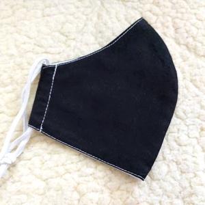Fekete Textil mosható szájmaszk, arc maszk ( felnőtt ), Maszk, Arcmaszk, Varrás, 100% pamutvászonból készült két rétegű textil felnőtt méretű száj-\nmaszk.\n10 DB VAGY AZ FÖLÖTTI DB S..., Meska