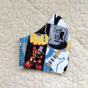 Gyerek Gitár mintás Textil mosható szájmaszk, arc maszk , Ruha & Divat, Maszk, Arcmaszk, Varrás, 100% pamutvászonból készült két rétegű textil felnőtt méretű száj-\nmaszk.\n10 DB VAGY AZ FÖLÖTTI DB S..., Meska