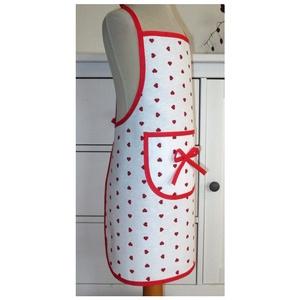 Lánykötény (piros szívecskék), Otthon & lakás, Konyhafelszerelés, Kötény, Varrás, A kötény alapja egy fehér alapszínű kevert vászon (Loneta), melyen piros szívecskék vannak.\n\nA kötén..., Meska