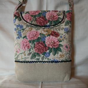 Csokorba szedett virágok  - válltáska, Táska, Divat & Szépség, Táska, Válltáska, oldaltáska, Erős, egyszínű és nagyon szép virág mintás lenvászon anyagból varrtam táskát, amit farkasfoggal dísz..., Meska