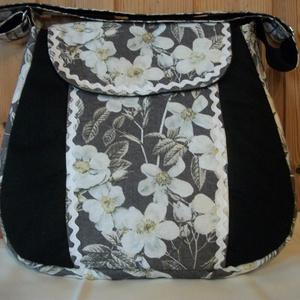 Fehér virágos- válltáska, Táska & Tok, Válltáska, Kézitáska & válltáska, Erős, fekete anyagot fehér virág mintás anyaggal kombináltam, amit farkasfoggal díszítettem. Igazi j..., Meska