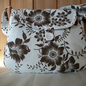 Barna virágos - válltáska, Táska & Tok, Kézitáska & válltáska, Válltáska, Barna virág mintás vászon anyagból varrtam táskát, amit farkasfoggal díszítettem. Jól pakolható tásk..., Meska
