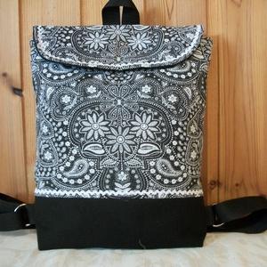 Fehér virágos - hátizsák , Táska & Tok, Hátizsák, Erős,  fekete anyagot, nagyon szép mintás  anyaggal kombináltam, amit farkasfoggal díszítettem. A há..., Meska