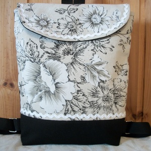 Nagy virágos - hátizsák , Táska & Tok, Hátizsák, Erős, fekete anyagot, nagyon szép virág mintás anyaggal kombináltam, amit farkasfoggal díszítettem. ..., Meska