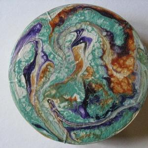 Fluid art díszdoboz , Otthon & Lakás, Festészet, Akrillal festett, lelakkozott kerek díszdoboz.\n9,5 cm átmérőjű\n , Meska