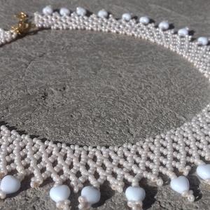 Drapp tászli fehér szivecske gyöngyökkel, Ékszer, Nyakpánt, gallér, Nyaklánc, Gyöngyfűzés, gyöngyhímzés, Meska
