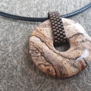Térképjáspis medál gyöngyből készült akasztóval - Meska.hu