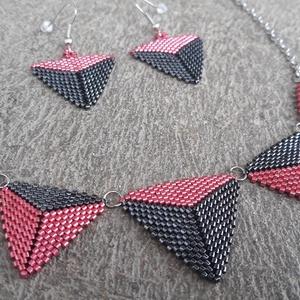 Fémes rózsaszín - hematit peyote háromszög szett, Ékszerszett, Ékszer, Gyöngyfűzés, gyöngyhímzés, Japán delicából készült peyote háromszög szett, ami egy nyakláncból és egy pár fülbevalóból áll. Iga..., Meska
