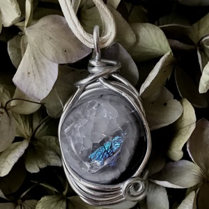 Csillogós kéket-dichro üveg medál-drót ölelésében (Judimix) - Meska.hu