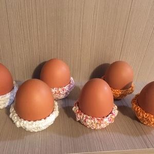 Horgolt tojástartó szett 2, Otthon & Lakás, Dekoráció, Asztaldísz, Catania fonalból horgolt 6 darabos tojástartó szett , melyet 3 féle színből készítettem. , Meska