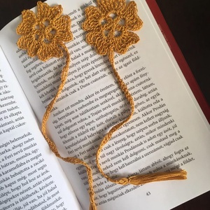 Horgolt könyvjelző okker virág, Otthon & lakás, Naptár, képeslap, album, Könyvjelző, Okker színű horgolt virág motívumos könyvjelző. Virág :5,5 cm Teljes hossz: 25 cm, Meska