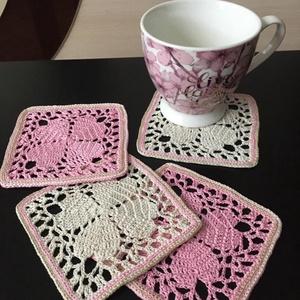 Horgolt poháralátétek szettben /japán hangulat, Otthon & lakás, Konyhafelszerelés, Dekoráció, 4 darabból álló , négyzetes , horgolt csészealátét szett japán hangulatú rózsaszín és világos bézs s..., Meska
