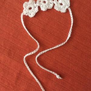 Bokadísz 3 virágos, Bokalánc, Lábdísz & Testékszer, Ékszer, Horgolás, Fehér, 100% pamut horgolócérnából készült bokadísz 3 virággal, végén fehér gyönggyel. A virágok átmé..., Meska