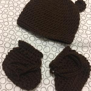 Macisapka-cipő szett 0-3 hónapos méret, barna, Ruha & Divat, Babasapka, Babaruha & Gyerekruha, Macisapka-cipő szett 0-3 hónapos korig , horgolt.  Sapka magassága:13,5 cm, körmérete :32 cm. Rugalm..., Meska