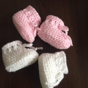 Horgolt babacipő 0-3 hónapos korig - ruha & divat - babaruha & gyerekruha - babacipő - Meska.hu