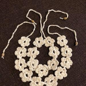 Ekrü karkötő- bokadísz szett Crochet Flowers, Ékszer, Ékszerszett, Horgolás, Meska